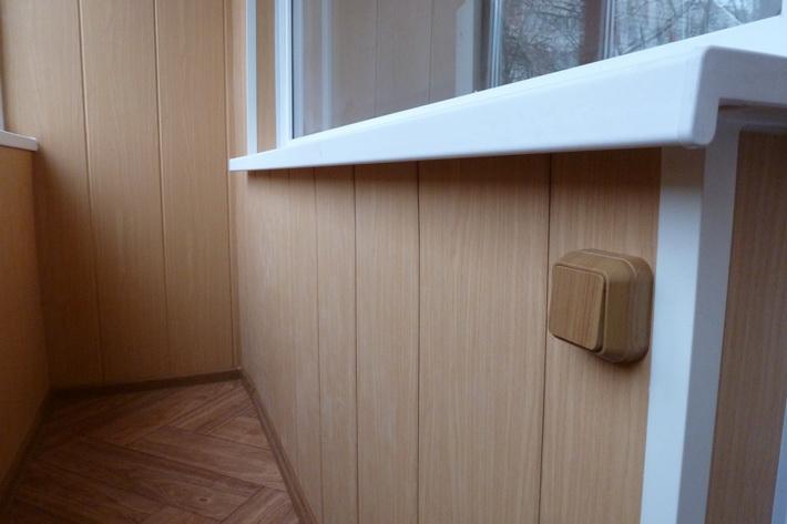 vnutrennyaya-otdelka-balkona-plastikom