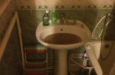 Засорилась раковина в ванной, что делать?