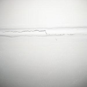 Из потолка сыпется песок