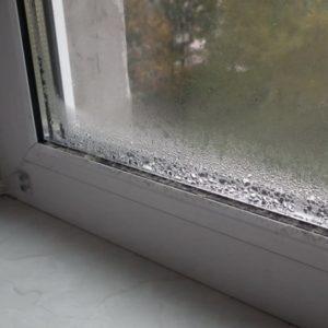 Зимой запотевают пластиковые окна — что делать?