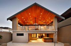 Деревянная отделка потолка.