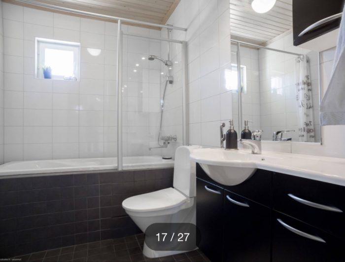 течет вода в ванной