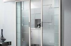 Стеклянные раздвижные системы и двери: плюсы и особенности