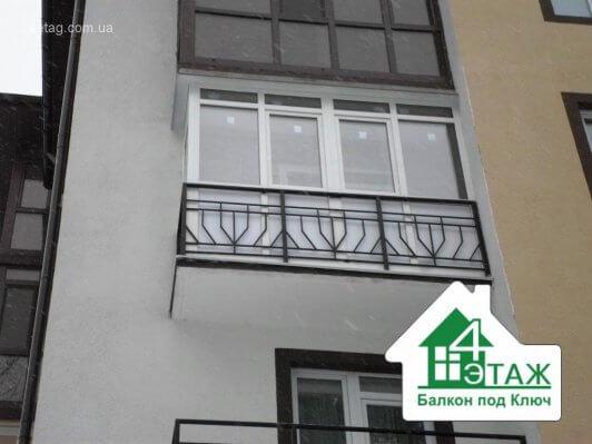 Пластиковый балкон, французское остекление