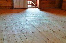 Щели в деревянном полу – технология устранения