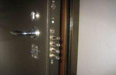 Замки для металлических дверей