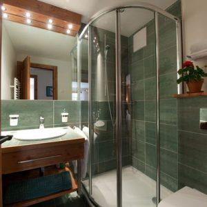 Какую душевую кабину выбрать для маленькой ванной