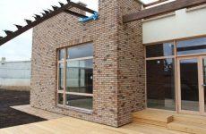 Фасадная плитка или фасад почти как из кирпича: стоит ли это того
