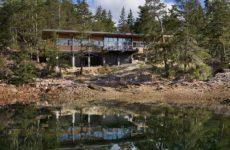 Дом на маленьком острове в Канаде